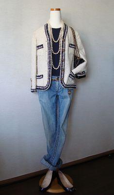 ジャケット&バッグ&チェーンベルト : 古着のシャネル ジーンズ : Stiches Tシャツ : ユニクロ+J 靴 : クリスチャン・ルブタン