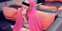 Seputar Berita Indonesia: Wanita Cantik tertangkap basah tanpa busana bersam...