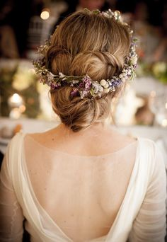 wedding hairstyle idea; Featured Photography: Molina and Royo via Querida Valentine