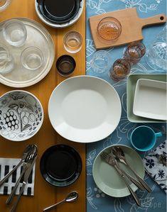 スコープ別注でアラビア エエヴァを復刻。スタンダードな白いお皿エエヴァは、パラティッシで有名なカイピアイネンがデザイン。ティーマユーザーもパラティッシユーザーも同じテーブル上で一緒に使え、使い廻しが広く可能になる洋食器です。 Scandinavian Design, Plates, Dishes, Dining, Tableware, Kitchen, Recipes, Bowls, Coffee