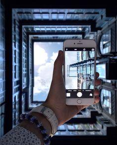 Questa cosa del #throughmyiphone mi sta un po' sfuggendo di mano  Ecco a voi il bellissimo cortile moderno di Palazzo Dini a via Pessina Per fotografarlo ho dovuto leggermente litigare con il portiere ma alla fine ha ceduto  Auguro a tutti voi una buona domenica       #igersitalia #instaitalia #gf_italy #skyporn #ig_napoli #igliveblue #ig_italia #ig_italy #foto_napoli #nikonitalia #nikon_photography_ #nikonphotography #naples #yallersitalia #whatitalyis #loves_italia #volgonapoli…