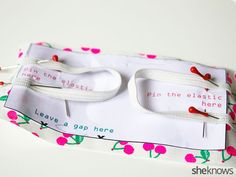 You only need 15 minutes to make an adorable DIY fabric door silencer - ImPane Baby Sewing Projects, Sewing Crafts, Diy Teepee, Pinking Shears, Fabric Scissors, Baby Kind, Fabric Samples, Baby Crafts, Free Sewing