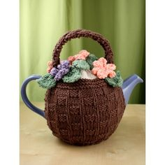 Knitting Flower Basket Tea Cozy with Free Pattern. Make tea time even more fun with this pretty floral tea cozy! Tea Cosy Knitting Pattern, Tea Cosy Pattern, Knitting Patterns Free, Knit Patterns, Free Knitting, Free Pattern, Finger Knitting, Free Sewing, Sewing Patterns