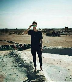 Toni Mahfud all in black! #summer #model #men #artist #desert #hot #black #hair #glasses #nature Pinterest: Junior D-Martin