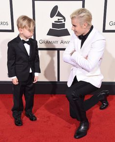 Justin brought his little brother (Jaxon Bieber) as his date to the Grammy's. aw ❤