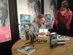 Je gaat op een woensdag naar Den Haag voor de presentatie van het boek 'De Nachtwaker' van Tomas Ross. Hij signeert mijn boek, maar ondertussen kom ik ook nog Charles den Tex tegen, die onder meer 'De macht van meneer Miller' heeft geschreven.