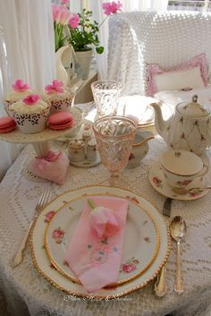 Aiken House & Gardens: Touches of Pink Tablescape