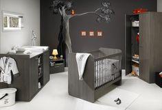 L'ensemble de meubles Luca, gris foncé, est très distingué. Il s'associera parfaitement avec des teintes sombres parsemées de touches de couleurs ou viendra trancher une décoration claire.