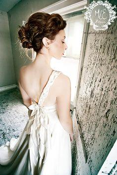 Aster Eco soie/chanvre robe de mariée, couper le Motif pétale