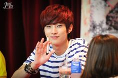 [120708] Jinyoung @ Yongsan Fansign [15]    Credits : justyou1118.com    Re-up : Aorishina @ FLYB1A4 / Tumblr