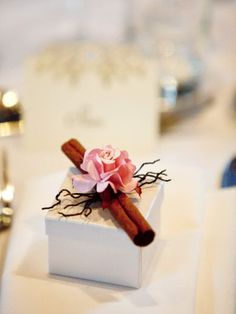 Elegant guest favour box with cinnamon stick and rose