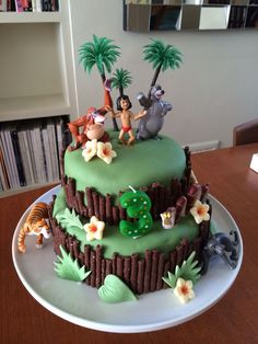 Recipe and Instructions for Jungle Book Cake l Children& Birthday cake decorating recipes kuchen kindergeburtstag cakes ideas Jungle Birthday Cakes, Book Birthday Parties, Animal Birthday Cakes, Diy Birthday Cake, Jungle Cake, Animal Cakes, Birthday Book, Jungle Jungle, Jungle Theme