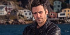 Wondering About Allan Hawco's Married Life: Explore More About His Wife, Net Worth And Bio Amazon Prime Movies, Amazon Prime Shows, Amazon Prime Video, Netflix Movie List, Netflix Shows To Watch, Movies To Watch, Allan Hawco, Detective Shows, Inspirational Movies