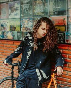 VITÃO Long Curly Hair, Curly Hair Styles, Man Photo, Hot Boys, Dark Skin, Cute Guys, Pretty People, Beautiful Men, Stunningly Beautiful