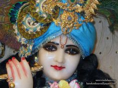 http://harekrishnawallpapers.com/sri-vrindavana-chandra-close-up-wallpaper-003/