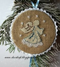 http://danihaft.blogspot.com...love the way these ornaments were done!