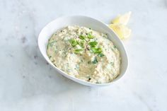 Zelfgemaakte hummus is zó veel lekkerder, en ook nog eens supersnel klaar - Recept - Allerhande