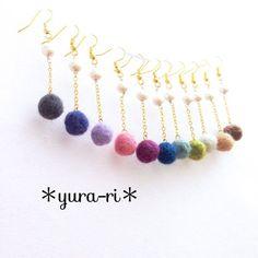 羊毛フェルトとパールのロングピアス Textile Jewelry, Bead Jewellery, Fabric Jewelry, Beaded Jewelry, Jewelery, Stone Jewelry, Beaded Earrings, Earrings Handmade, Handmade Jewelry