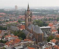 Delft heeft ons veel historische mooie winkelstraatjes te bieden, Delft is de 3e winkelstad van ons land !! Deze straatjes met de namen Oude Manhuissteeg of Bonte Ossteeg nemen ons mee in de tijd door de sfeer die ze uitstralen.