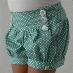 """Girlie shorts pattern """"Leon"""" by Papillon et Mandarine My Little Girl, My Baby Girl, Baby Girls, Sewing For Kids, Baby Sewing, Sewing Clothes, Diy Clothes, Babies Clothes, Short Niña"""