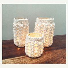 Set de frascos de tres tamaños distintos con  funda crochet. Ideal para decorar cualquier rincón de la casa, baño, etc