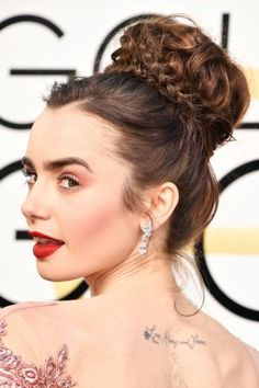 Golden Globes 2017: Lily Collins Textured, Braided Updo | Pret-a-Reporter
