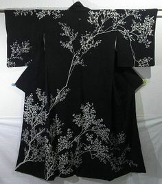 Branch Silhouette Design Houmongi Kimono (j) Japanese Outfits, Japanese Fashion, Asian Fashion, Japanese Geisha, Furisode Kimono, Kimono Fabric, Traditional Japanese Kimono, Traditional Dresses, Japanese Costume