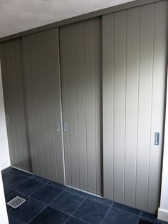 Schuifdeuren op maat | Voorbeelden | 123schuifdeuren.nl Interior, Wall Closet, Small Craft Rooms, Barn Door Designs, Home Bedroom, Bedroom Design, Wardrobe Door Designs, Laundry Room Layouts, Cupboard Design