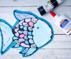 Make this Rainbow Fish Craft made with black glue! This craft is inspired by the Rainbow Fish book by Marcus Pfister. Includes a free rainbow fish template. Fish Crafts Preschool, Rainbow Fish Activities, Rainbow Fish Crafts, Ocean Crafts, The Rainbow Fish, Rainbow Fish Template, Crafts For Seniors, Crafts For Girls, Crafts To Make