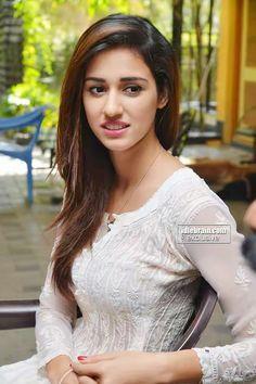 Disha Patani Follaw me Beautiful Girl Indian, Beautiful Girl Image, Beautiful Indian Actress, Beautiful Actresses, Bollywood Actress Hot, Beautiful Bollywood Actress, Bollywood Celebrities, Disha Patani Photoshoot, Disha Patni