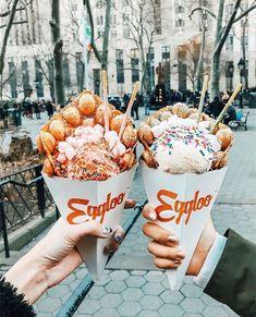 Bubble waffles with ice cream - YUM Think Food, I Love Food, Good Food, Yummy Food, Streetfood Festival, Food Porn, Tumblr Food, Food Goals, Aesthetic Food