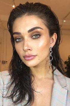 Pinterest: DEBORAHPRAHA ♥️ Night time out makeup and highlighter  #makeup