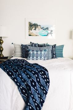 If you're looking for some inspiration for how to decorate your bedroom this spring, look no further than Domino. These decorating ideas include leather benches, monotone furniture, and an accent wall made of wallpaper. Small Bedroom Furniture, Small Room Bedroom, Blue Bedroom, Trendy Bedroom, Furniture Layout, Small Rooms, Bedroom Decor, Bedroom Ideas, Bed Furniture