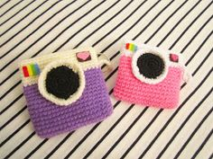 Having some leftover scrap yarns and wondering what to do with them?? well, here's a simple crochet pattern to make camera coin purses. Wit...
