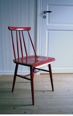 Product name: Dining chair Desginer: Ilmari Tapiovaara Produced: Edsby-verken, Sweden Year: Description: Painted birch Found: Secondhand store Sold Marimekko, Country Style, Eames, My Dream Home, Sweden, Living Rooms, 1950s, Dining Chairs, Patio