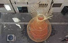 the tree-shaped 'warka water' tower developed by architecture and vision is a vertical system that collects drinking water from the air by condensation. Warka Water, World Water Crisis, Plástico Biodegradable, Online Home Design, Water From Air, Water Scarcity, Bamboo Structure, Home Design Magazines, Gallon Of Water