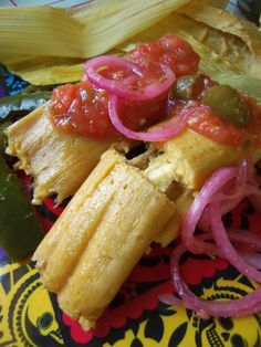 Food is the best part of the holidays! In a Hispanic home, tamales are always on the table for the holidays. has this delicious recipe: Fresh Corn Tamales with Cheese & Jalapeño. What tamale would you want to try? Tamales Gourmet, Vegetarian Tamales, Pork Tamales, Chicken Tamales, Vegetarian Chicken, Comida Latina, Mexican Cooking, Mexican Food Recipes, Mexican Desserts