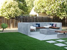 The Great Outdoors: Top 10 Backyard Design Ideas for stylish backyard decorating. Fire pits, string lights, hot tubs and so much more inspo! Backyard design fire pits The Great Outdoors: Top 10 Backyard Design Ideas Modern Backyard Design, Backyard Garden Design, Patio Design, Backyard Designs, Garden Design Plans, House Design, Fire Pit Backyard, Backyard Patio, Backyard Landscaping