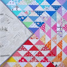 A Rainbow Half Square Triangle Quilt - Red Pepper Quilts Half Square Triangle Quilts Pattern, Half Square Triangles, Square Quilt, Quilting Projects, Quilting Designs, Quilting Tips, Rainbow Quilt, Star Quilt Patterns, Book Quilt