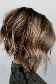 70 Fantastic Stacked Bob Haircut Ideas , Messy Bob Haircut Ideas ❤ Don't be afraid to try something new and see how much you'll love the stacked bob hairstyle. A cut like this is sassy and tr. Modern Bob Hairstyles, Choppy Bob Hairstyles, Angled Bob Haircuts, Womens Bob Hairstyles, Angled Lob, Hairstyles Haircuts, Choppy Lob, Short Choppy Bobs, Graduated Bob Haircuts