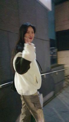 Pretty Woman, Pretty Girls, Soo Jin, Cat Aesthetic, Soyeon, Reaction Pictures, Ulzzang Girl, China, K Idols