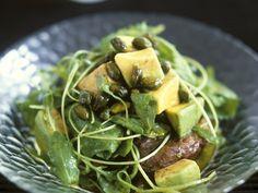 Rucola-Süßkartoffelsalat mit Avocado und Pistazien | http://eatsmarter.de/rezepte/rucola-suesskartoffelsalat-mit-avocado-und-pistazien