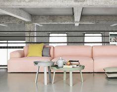 Stolek Around Coffee Table od Muuto malý šedý | DesignVille