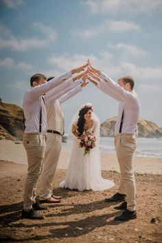 Bodas en la playa #KatanaWedding #matrimoniocompe #bodasperu #bodasenlaplaya #playa #matrimonioplayero #bodasenverano #verano Around The Worlds, Photo And Video, Wedding Dresses, Instagram, Beach Weddings, Bridal Fashion, Bridal Gowns, Summer Time, Drive Way