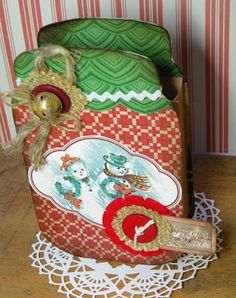 Clever Christmas Treat Box by Birgit from craftingwhileiwait using printable papers and images fro Crafty Secrets Retro Christmas CD #5