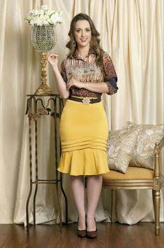 De tudo um pouco: Moda a meu estilo Skirt Outfits, Dress Skirt, Super Moda, Work Attire, Classy Outfits, African Fashion, Plus Size Fashion, Short Dresses, Fashion Dresses