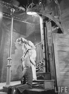 Marlon Brando  Kim Hunter in A Streetcar Named Desire (Eliot Elisofon. 1947) - Original stage production