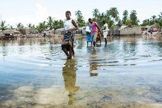 Mozambico, la ragazza indossa una Capulana, un telo dai mille usi. www.ilteatrofabene.it #africa