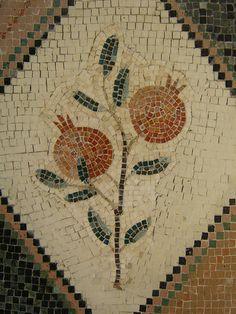 Mosaic - fruit of Israel - רימון Mosaic Crafts, Mosaic Projects, Art Projects, Mosaic Wall Art, Mosaic Tiles, Sculpture Art, Metal Sculptures, Abstract Sculpture, Bronze Sculpture