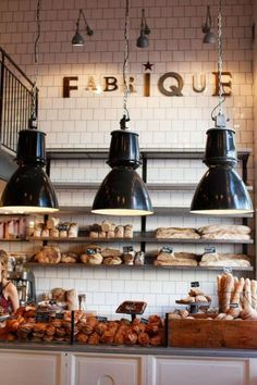 Fabrique godaste fikat i stan coffee shop idea bakery interior. Bakery Shop Design, Coffee Shop Design, Cafe Design, Design Design, Menu Restaurant Design, Café Restaurant, Bread Display, Bakery Interior, Bread Shop